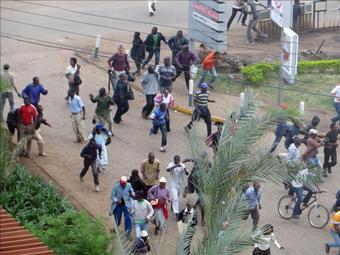 kenya_attack_crowd_10-08-2013.jpg