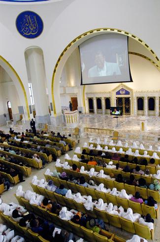 mosque_maryam_audience_09-17-2013.jpg