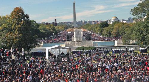 Crowd_-_Andrea_Muhammad_E.jpg
