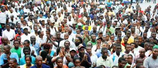 haiti_crowd12-27-2011_565_2.jpg