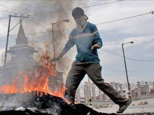protester_bahrain06-07-2011.jpg