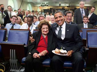 helen_thomas_pres_obama_08-13-2013b.jpg