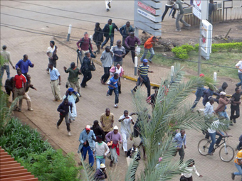kenya_attack_crowd_10-08-2013.jpg